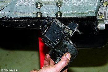 снятие кроншиейна с подушкой двигателя