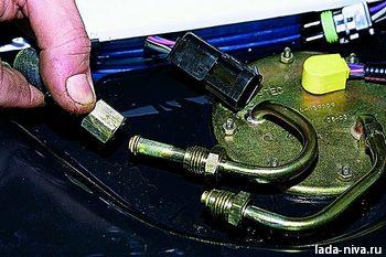 Снятие топливного бака. ВАЗ 21213, 21214 (Нива)
