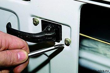 снятие внутренней ручки замка двери