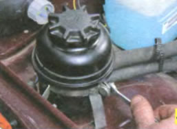 снятие бачка гидроусилителя